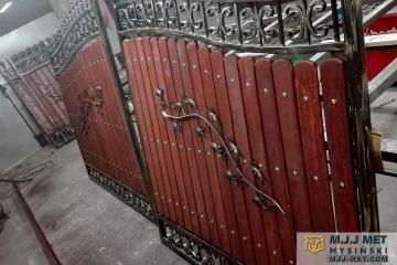 Ogrodzenie metalowo-drewniane 2